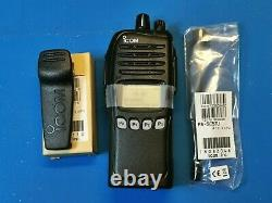 Icom F4161DS Digital/analog portable UHF 450-512mhz 5 watts with 512 Channels